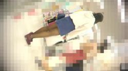 【逆さ撮り盗撮動画】この脚がえっろい!そのスカートの中身をじっくり見せて頂きましょう!の画像