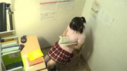 【JKオナニー盗撮動画】個別レッスンの塾で自習中に美少女女子校生が自慰行為をしてアヘ顔を晒したwwwの画像