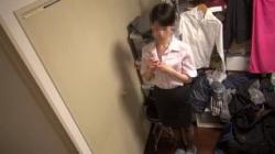 【素人着替え盗撮動画】OLのお姉さんの生着替えを隠し撮り!貧乳ですがめっちゃ可愛い!の画像
