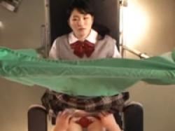 産婦人科でパンツを脱がされてセクハラ触診とペニス挿入で悶絶してしまう女子校生を盗撮の画像