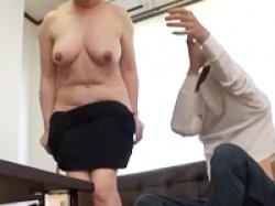 欲求不満だった働くおばさんがあっさりとセックスに持ち込まれて腰を振るの画像