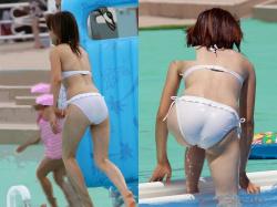 乳首やマン毛が透けちゃっている素人水着女子のエロ画像44枚の画像