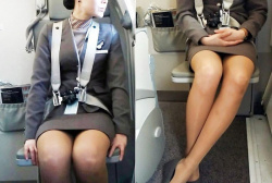 CAのパンスト越しの美脚を座席正面から隠し撮りエロ画像の画像
