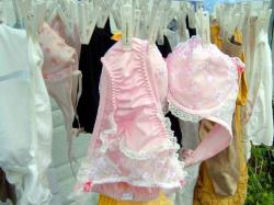 洗濯物下着盗撮画像!ご近所のお姉さんの下着がエロすぎたwの画像