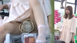 【パンチラ盗撮】激カワ素人嬢のパンティが絶対見たい!!逆さ撮り盗撮の画像