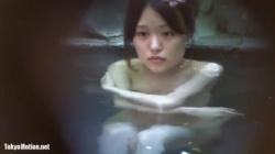 【露天風呂盗撮】激カワチョイポチャ素人JDが露天風呂でゆるーくおっぱいポロリ盗撮の画像