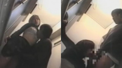 【エッチ流出盗撮】素人高校生カップルがトイレで発情性欲お化けなエッチ盗撮されるフェラ&中出しの画像