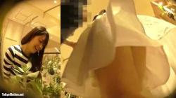 【パンチラ盗撮】逆さHERO観葉植物店ロングスカートの店員さんを逆さ撮りパンチラ盗撮の画像