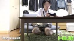 【パンチラ盗撮】VRでゲームする素人JKをガッツリ逆さ撮り&パンチラ盗撮の画像