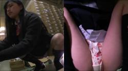 【パンチラ盗撮】倉庫バイトに来た素人JK達を固定カメラがばっちりパンチラ盗撮の画像