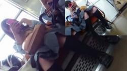 【パンチラ盗撮】電車対面三角パンチラJKちゃん達はスマホに夢中の画像