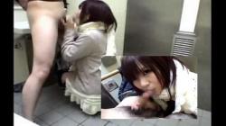 【トイレフェラ流出】ガチ素人嬢にトイレでフェラ抜きお願いしたらやっぱり抜いてくれたよの画像