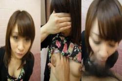 【個人撮影流出】美人熟女人妻さんの不倫トイレ欲求不満フェラ炸裂やばいくらいエッチだねの画像