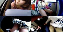 【パンチラ&お触り高画質盗撮】バスでの難しいパンチラ盗撮最後堪らずお触りしちゃうの画像