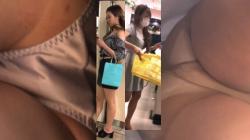 【パンチラHD盗撮】お買物中のお姉様や主婦っぽい年齢の女性のパンチラパンスト越しパンチラ盗撮の画像