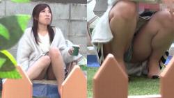 【パンチラHD盗撮】某公園にてピクニック中の妙齢女性の対面全く意識なしの大胆パンチラ披露パンスト越しのムレムレパンティが臭そうの画像