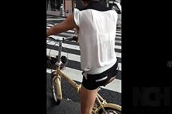 盗撮【ブラ透け・夏服】「JS」高学年から「JC]女子の背中に透けて見える「白ブラ」「色ブラ」を撮影!!の画像