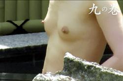 無修正【盗撮】~女だらけの露天風呂~未発達の「おっぱい」とピンクの「乳首」をズームアップ! おとな「マ●コ」もイッパイ~!!の画像