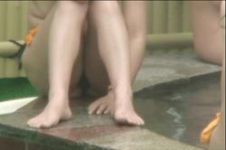 無修正 高画質【盗撮】~女だらけの「露天風呂」~「高学年」JSから「OL」までの「オッパイ」や「おマ●コ」と「ワレメ」~!!の画像