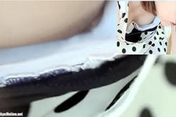 覗き込み盗撮【野外フリマ会場】~かなり可愛い「女子大生」~「浮きブラ」の間から見えちゃった「陥没乳首」が#8230;!!の画像