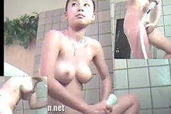 無修正 盗撮【スーパー銭湯・洗い場】~「女盗撮師」がターゲットの隣りに「隠しカメラ」~「巨乳JK」女子の「おマ●コ」の奥までシャワーを当てて#8230;!!の画像