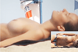 盗撮 高画質【海外女子】~「ブロンド美女」の「トップレス」を隠し撮り~「美巨乳」の「オッパイ」&「乳首」をズーム撮影~!!の画像