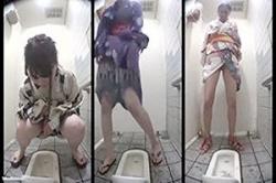 《薄消し修正》盗撮【女子トイレ】~夏祭りの「WC」に「カメラ」を設置~「浴衣女子」の「おマ●コ」と「オシッコ姿」を撮影~! !の画像