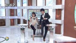 【衝撃】あの女子アナのパンチラがTVに写ってしまった瞬間!の画像