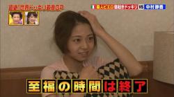 TVに写った中村静香と岡副麻希アナウンサーの完全パンチラシーン!の画像