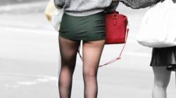 タイトミニのお姉さんのパツパツの美尻と太ももを背後から盗撮したったの画像