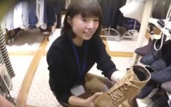 靴屋の清楚系店員ちゃんのストッキング越し下着を盗撮動画の画像