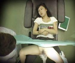 診察に訪れたJDに猥褻行為!悪徳産婦人科での診療の様子の画像
