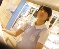 【逆さHERO】研修中の可愛いショップ店員さんをローアングル撮影の画像