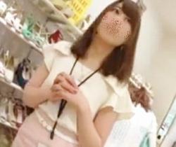 【逆さHERO】ガードゆる過ぎぃ!がっつり盗撮されまくるショップ店員さんの画像