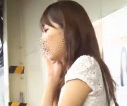 【ふくろう】駅で見かけたお姉さんたちのスカートめくってパンチラ撮影の画像