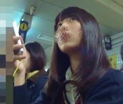 駅で見かけた美形女子校生を粘着追跡撮り!の画像
