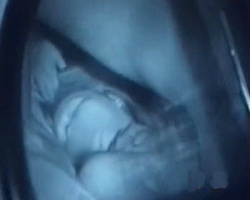 カーSEXを隠し撮り!彼氏の愛撫に恍惚の表情を浮かべる彼女の画像