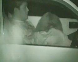 『後ろで子供が寝てる…』子連れドライブ中にカーSEXに耽るゲスカップルを隠し撮り!の画像