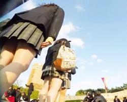 夢の国でキャッキャはしゃぐ女子校生グループに密着隠し撮りの画像