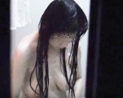 民家風呂覗き 浴室窓からこっそり撮影⇒最後はバッチリ盗撮バレ…の画像