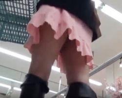 買い物中の女性をストーキング隠撮!ニーハイ、ミニスカブーツなどの画像