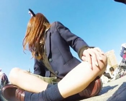 カメラ仕込んで夢の国潜入撮 お城の前で友達と駄弁るギャル女子校生の画像