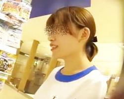 顔面偏差値高め☆某コスメ専門店スタッフのストPを逆さ撮りの画像