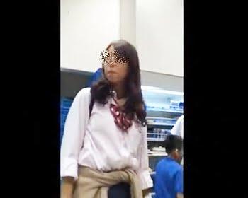 友達と放課後ショッピング中の女子校生たちを粘着隠し撮りの画像