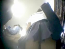 【パンチラ盗撮】制服姿のガチリアル素人娘の無防備なスカートをこっそり隠し撮り♡食い込みパンツでお尻丸見えw【個人流出】の画像