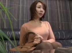 《セックス動画》風俗の面接を受けてエロ行為を指導される人妻を隠し撮り盗撮の画像