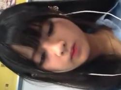 《パンチラ動画》電車内で見つけた可愛いJKを追跡して隠し撮り盗撮の画像