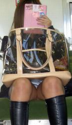 【電車対面】これを期待して女の子の正面に座ってしまう対面パンチラ盗撮エロ画像の画像