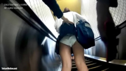 #盗撮的妄想ニュース#駅のエスカレーターで女子高生のパンティ撮ってたら正義マンに発見されてパクられた男#Case256#の画像