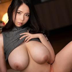【吉根ゆりあ】爆乳で巨尻の淫乱美女が圧着パイズリで中出しセックスの画像